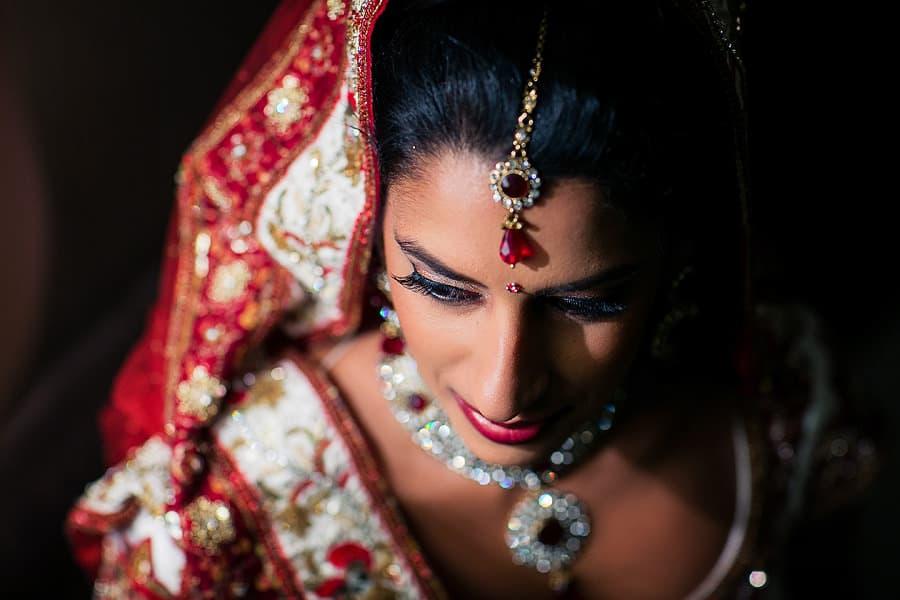 IMAGE: http://www.f5blog.co.uk/wp-content/uploads/2012/10/london_wedding_photography_jumeirah_carlton_tower_asian_rahul-231.jpg
