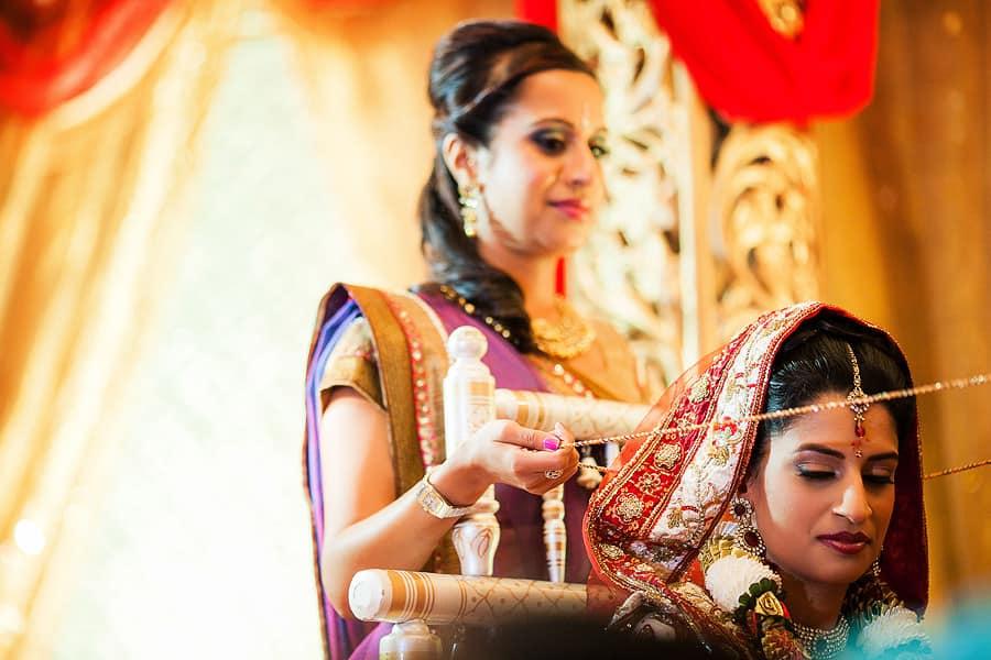 IMAGE: http://www.f5blog.co.uk/wp-content/uploads/2012/10/london_wedding_photography_jumeirah_carlton_tower_asian_rahul-291.jpg
