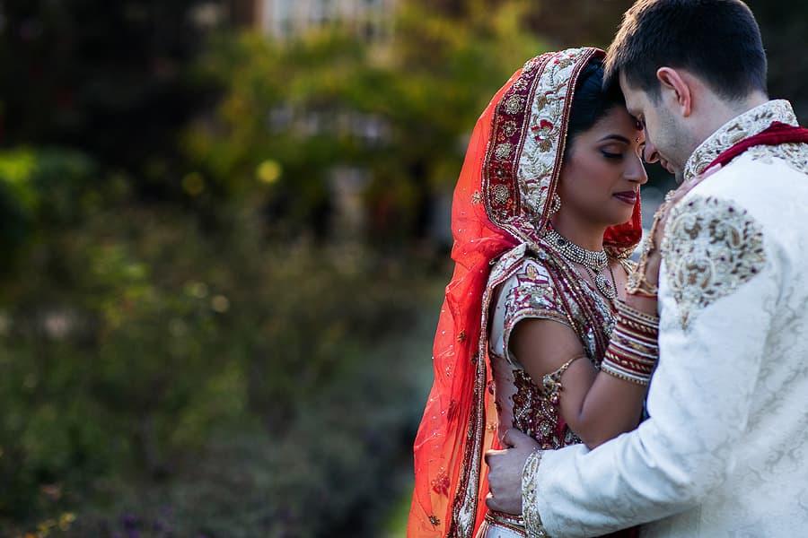 IMAGE: http://www.f5blog.co.uk/wp-content/uploads/2012/10/london_wedding_photography_jumeirah_carlton_tower_asian_rahul-511.jpg