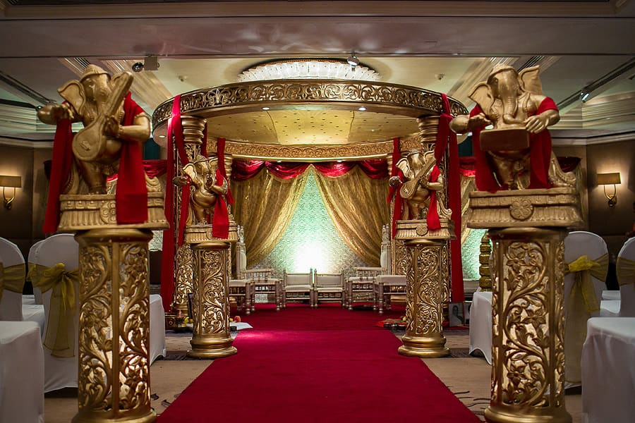 jumeirah carlton towers, interior mandap, asian wedding photography