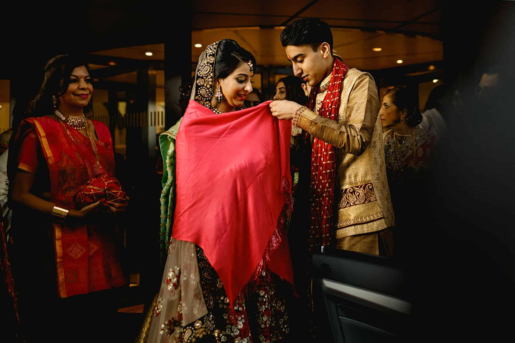 indian wedding photography london hilton metropole